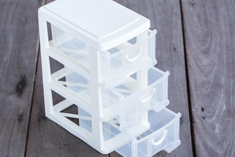 Plastic drawers with Labels