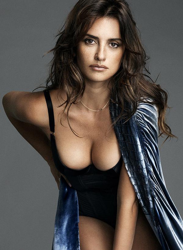 Penelope-Cruz-Sexiest-Dresses-Pictures
