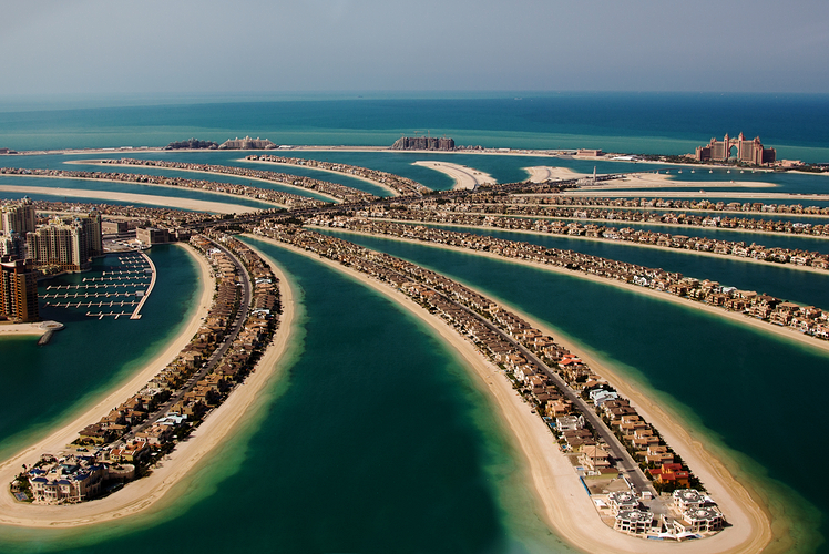 Enjoy sand, sun and luxury in the United Arab Emirates